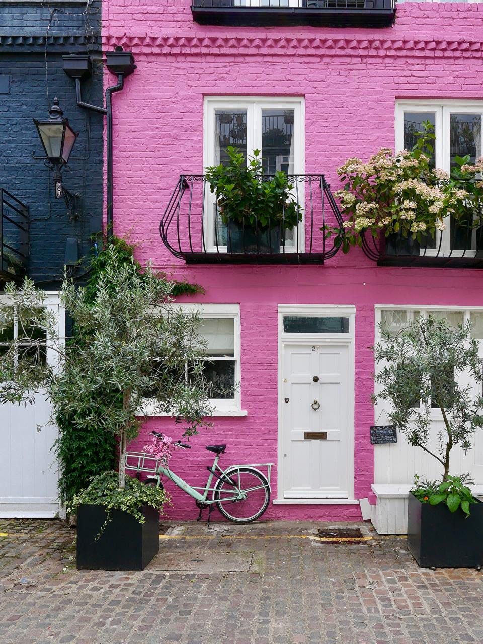Cara Sharratt Travel - Mews in Notting Hill - London, England
