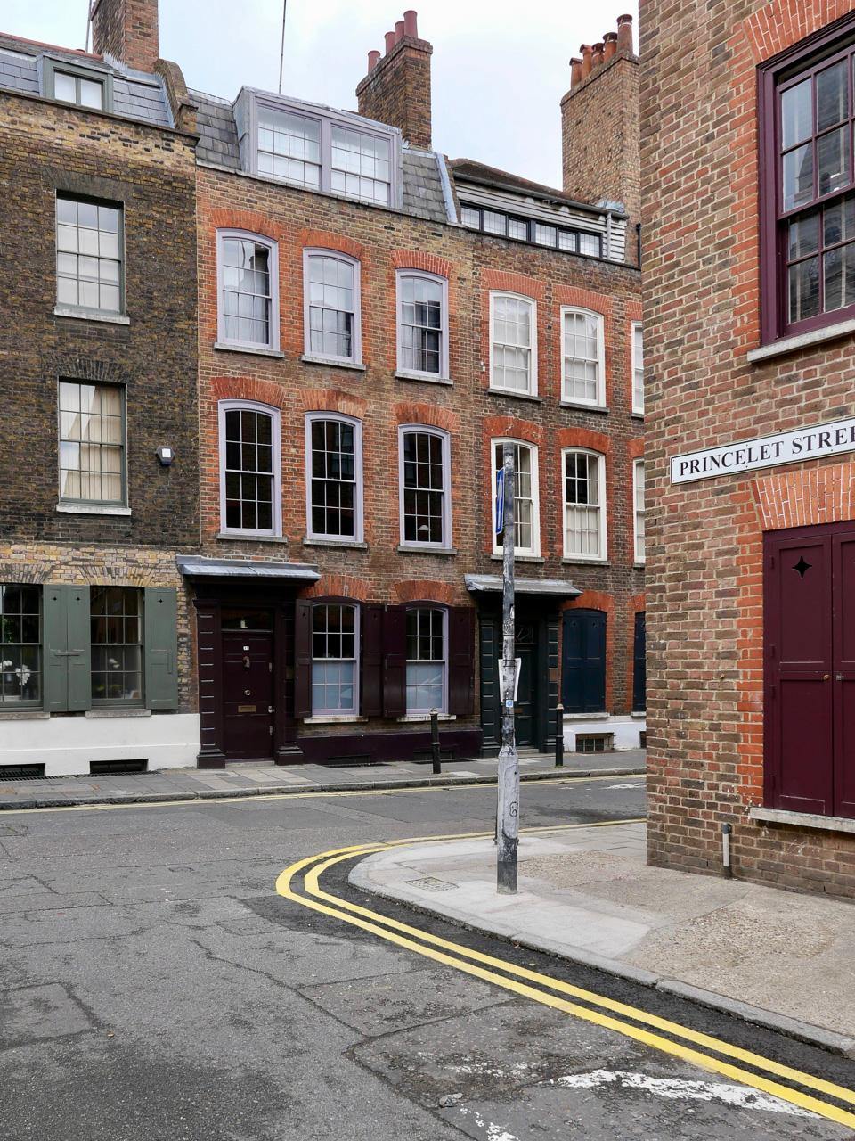Cara Sharratt Travel - Spitalfields - London, England
